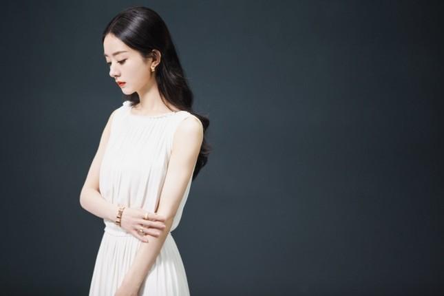 Triệu Lệ Dĩnh chính thức là Đại diện thương hiệu mảng trang sức của Dior, nhưng vì sao bộ ảnh quảng cáo lại bị chê? ảnh 5