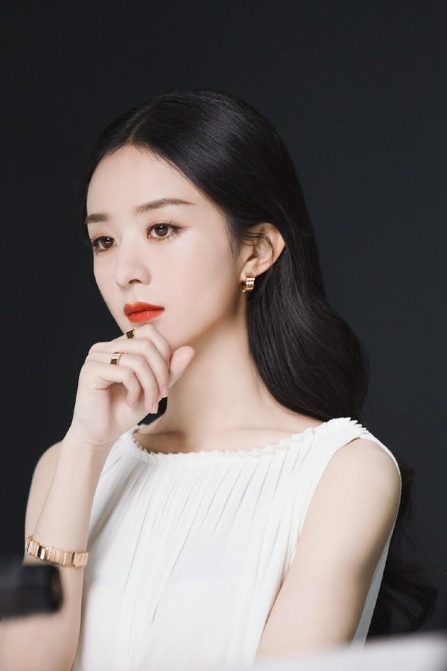 Triệu Lệ Dĩnh chính thức là Đại diện thương hiệu mảng trang sức của Dior, nhưng vì sao bộ ảnh quảng cáo lại bị chê? ảnh 1