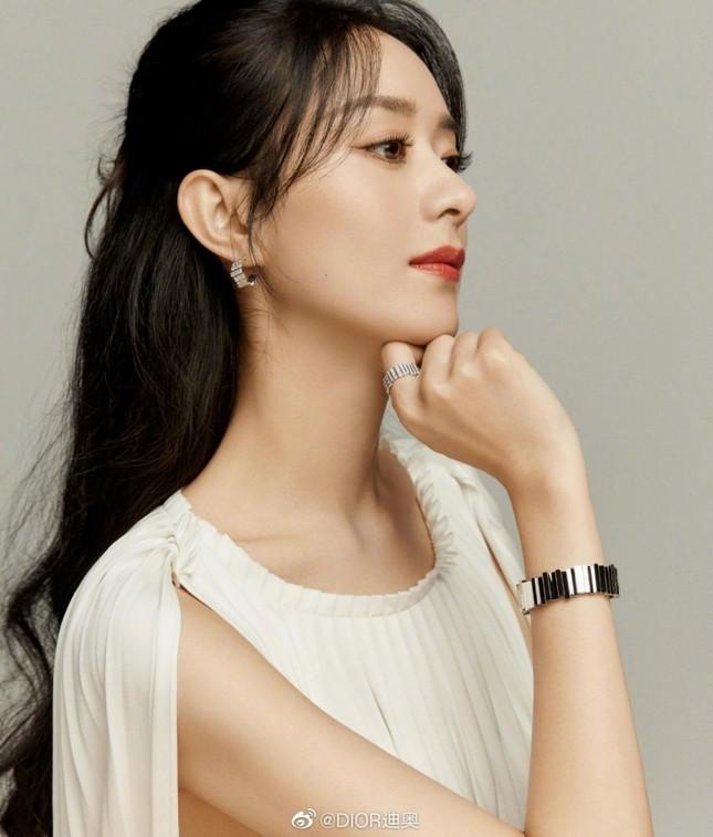 Triệu Lệ Dĩnh chính thức là Đại diện thương hiệu mảng trang sức của Dior, nhưng vì sao bộ ảnh quảng cáo lại bị chê? ảnh 3