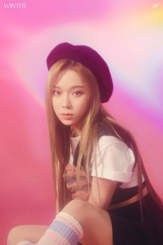 """aespa tung ảnh nhá hàng single album """"Forever"""", netizen chê stylist hết lời vì nhóm trông quá tẻ nhạt ảnh 9"""