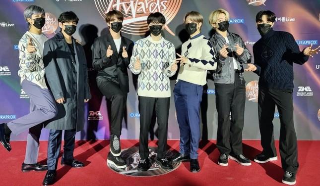 Big Hit đăng tin tuyển stylist: ARMY mừng khôn xiết, mong người mới làm được điều này cho BTS ảnh 2