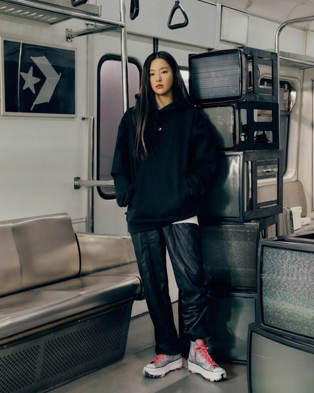 Seulgi (Red Velvet) siêu ngầu trong loạt ảnh quảng cáo cho mẫu giày mới của Converse All Star ảnh 10