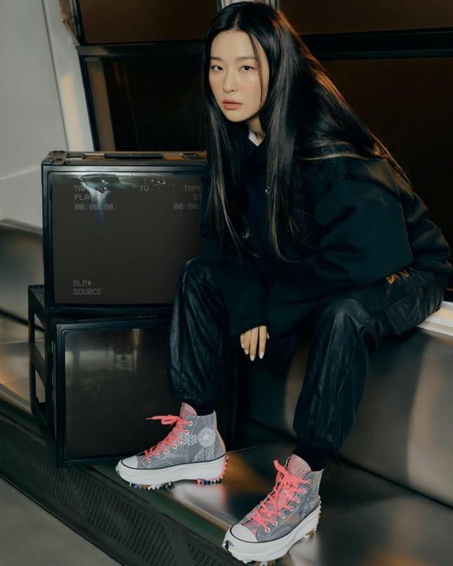 Seulgi (Red Velvet) siêu ngầu trong loạt ảnh quảng cáo cho mẫu giày mới của Converse All Star ảnh 7