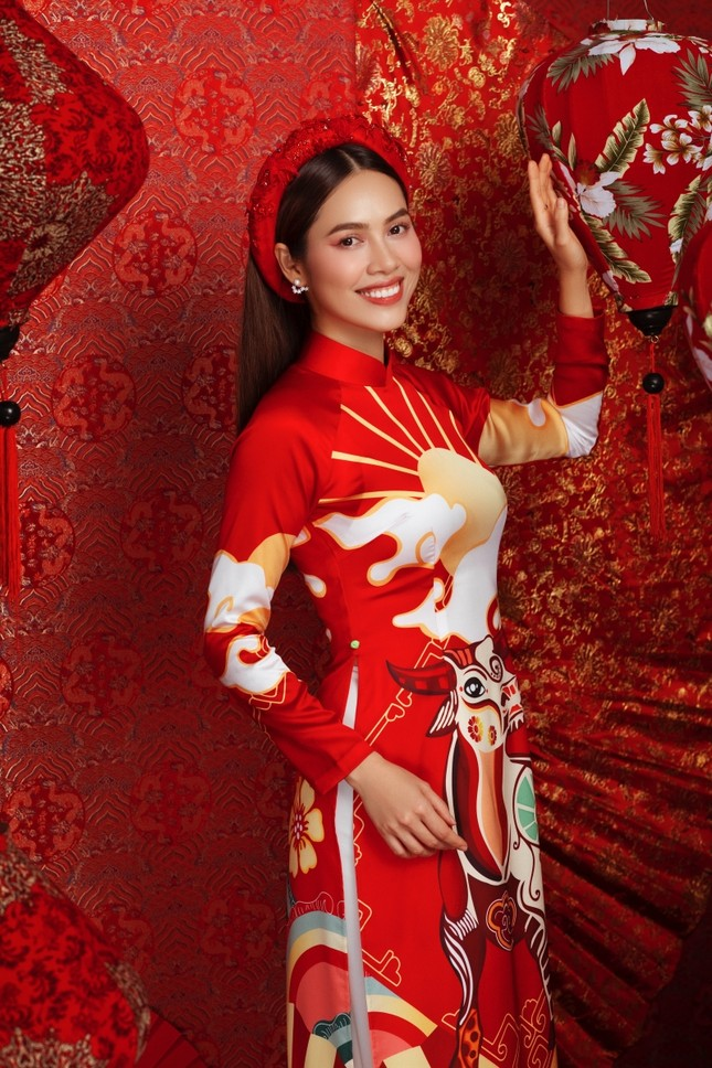 Ngắm dàn người đẹp Hoa hậu Hoàn vũ khoe sắc rạng ngời trong bộ ảnh Tết Tân Sửu ảnh 3