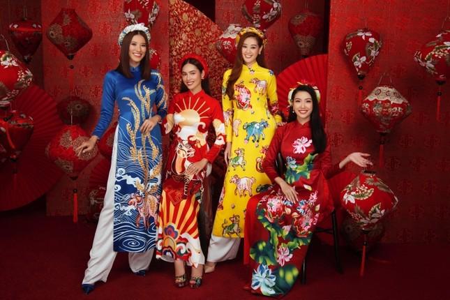 Ngắm dàn người đẹp Hoa hậu Hoàn vũ khoe sắc rạng ngời trong bộ ảnh Tết Tân Sửu ảnh 1