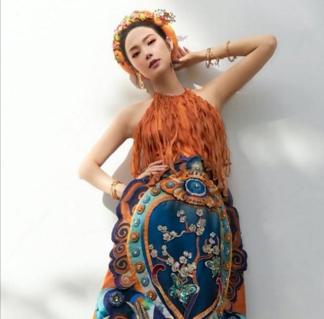 Học ngay mỹ nhân Việt cách diện trang phục Tết vừa thời trang mà không lo bị nóng ảnh 3