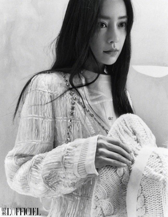 Angela Baby khoe thân hình siêu mỏng trong bộ ảnh chụp cho tạp chí L'OFFICIEL Trung ảnh 6