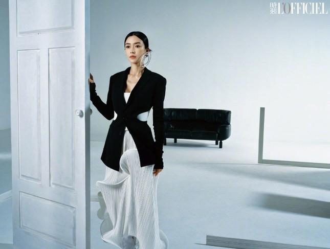 Angela Baby khoe thân hình siêu mỏng trong bộ ảnh chụp cho tạp chí L'OFFICIEL Trung ảnh 9