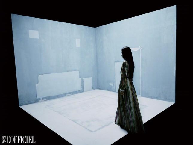 Angela Baby khoe thân hình siêu mỏng trong bộ ảnh chụp cho tạp chí L'OFFICIEL Trung ảnh 3