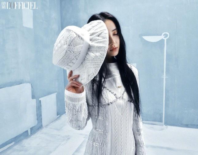 Angela Baby khoe thân hình siêu mỏng trong bộ ảnh chụp cho tạp chí L'OFFICIEL Trung ảnh 7