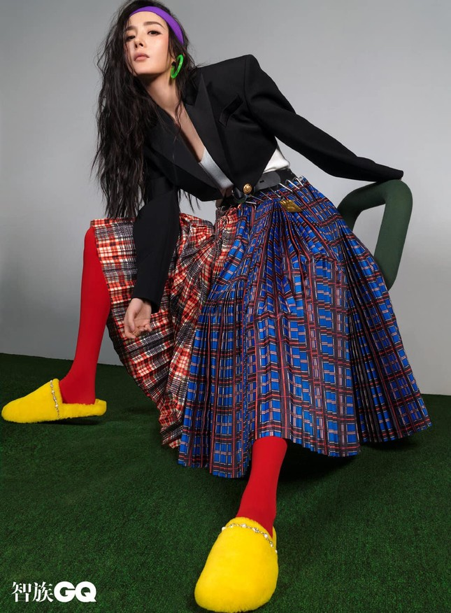 """Dương Mịch được khen hết lời khi chọn phong cách """"nổi loạn"""" đầy màu sắc trên bìa GQ ảnh 9"""