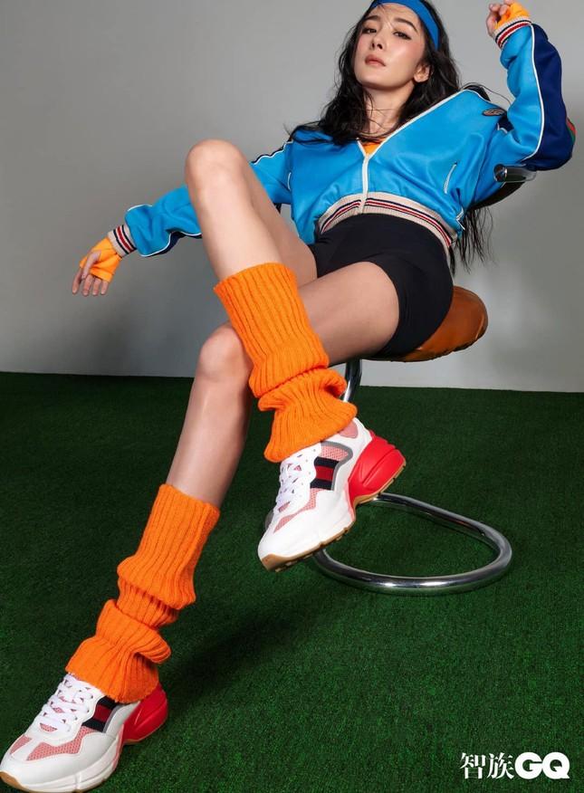 """Dương Mịch được khen hết lời khi chọn phong cách """"nổi loạn"""" đầy màu sắc trên bìa GQ ảnh 3"""
