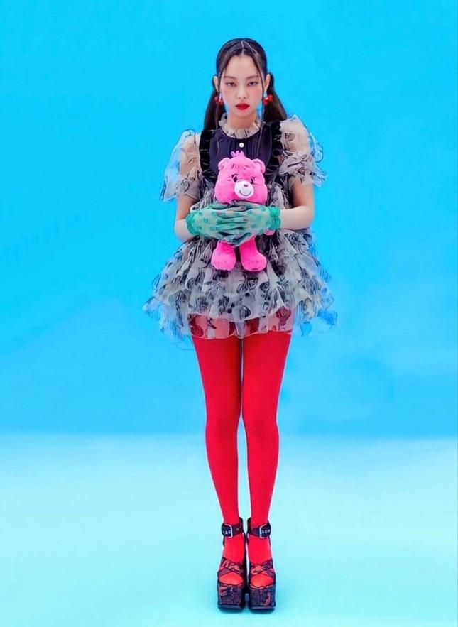 Đụng hàng váy búp bê, đẹp như Park Min Young vẫn phải chịu thua Jennie (BLACKPINK) ảnh 6