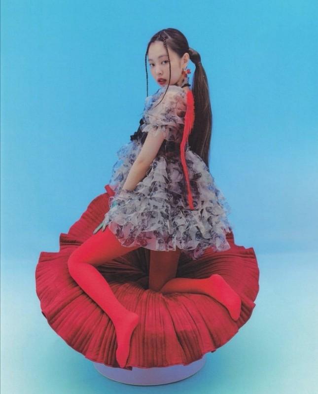 Đụng hàng váy búp bê, đẹp như Park Min Young vẫn phải chịu thua Jennie (BLACKPINK) ảnh 8