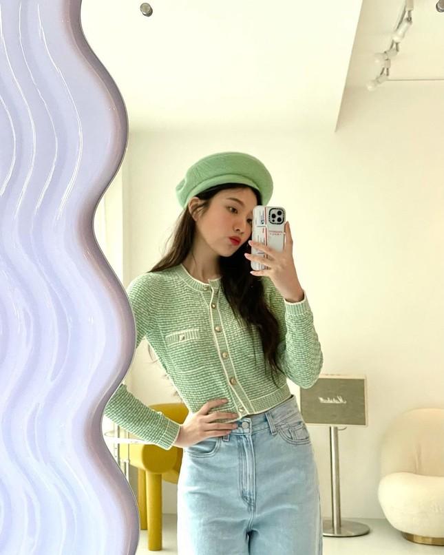 Không chỉ chụp selfie, Joy (Red Velvet) còn quay hẳn clip khoe gương xịn sò y chang của Jisoo (BLACKPINK) ảnh 3