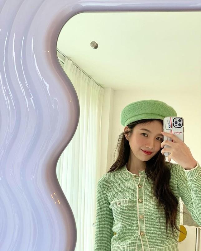Không chỉ chụp selfie, Joy (Red Velvet) còn quay hẳn clip khoe gương xịn sò y chang của Jisoo (BLACKPINK) ảnh 4