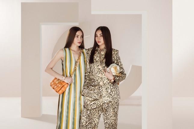 Đầu năm mới, Thanh Hằng và Hà Hồ tung bộ ảnh đậm chất high-fashion, mãn nhãn từ cái nhìn đầu tiên! ảnh 7