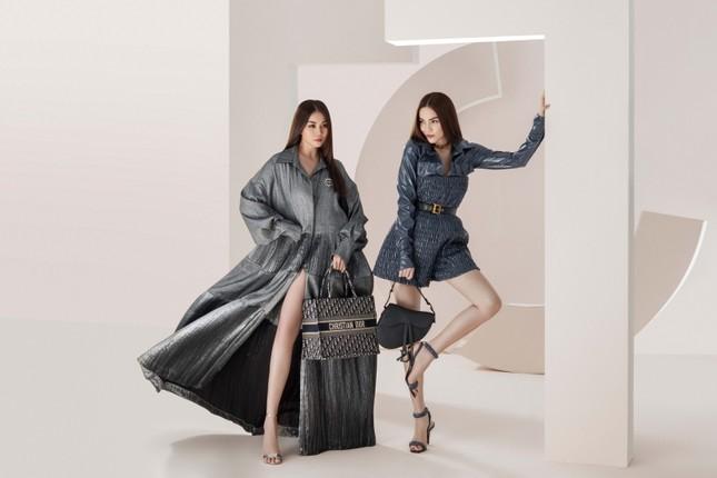 Đầu năm mới, Thanh Hằng và Hà Hồ tung bộ ảnh đậm chất high-fashion, mãn nhãn từ cái nhìn đầu tiên! ảnh 5