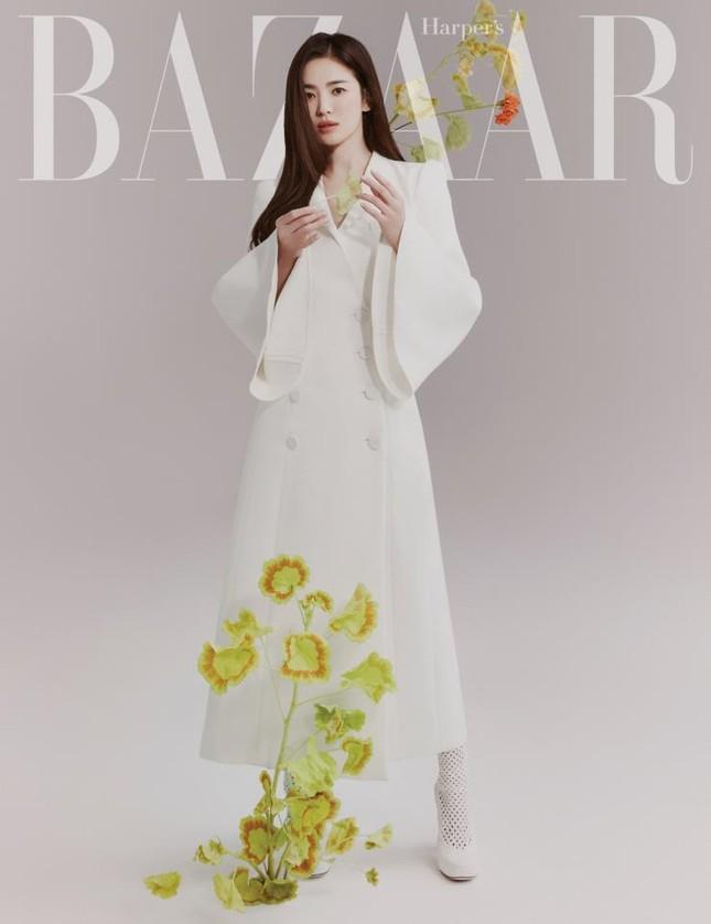"""Song Hye Kyo chính thức trở thành đại sứ thương hiệu của FENDI, khoe bộ ảnh đẹp như """"thiếu nữ mùa Xuân"""" ảnh 2"""