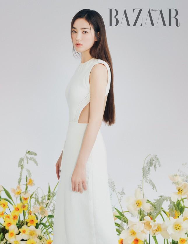 """Song Hye Kyo chính thức trở thành đại sứ thương hiệu của FENDI, khoe bộ ảnh đẹp như """"thiếu nữ mùa Xuân"""" ảnh 3"""