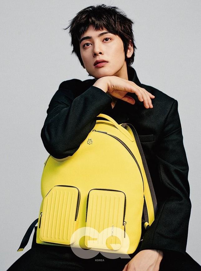 """Tạp chí GQ """"nhá hàng"""" ảnh của Cha Eun Woo, netizen Việt bảo """"trông giống Hồ Quang Hiếu"""" ảnh 2"""