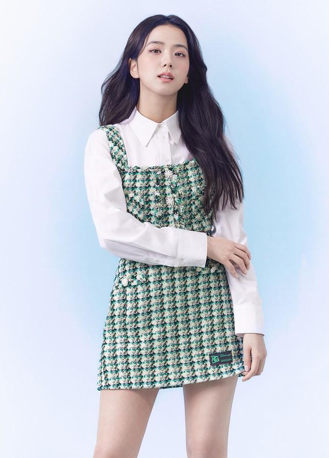 Jisoo (BLACKPINK) thay thế Seohyun (SNSD), trở thành nàng thơ mới của thương hiệu này ảnh 5