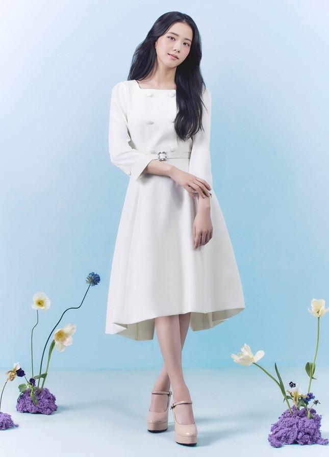 Jisoo (BLACKPINK) thay thế Seohyun (SNSD), trở thành nàng thơ mới của thương hiệu này ảnh 8