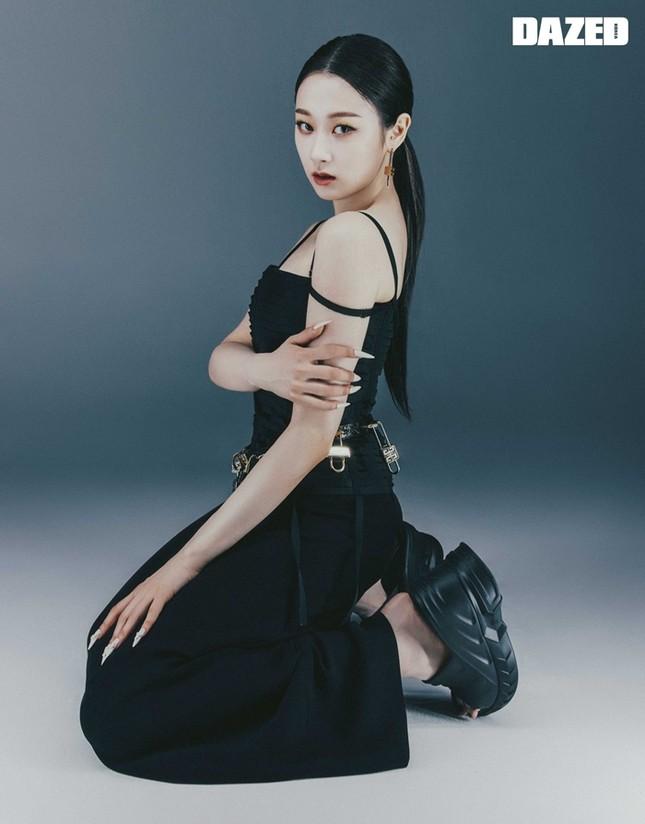 """aespa tung bộ ảnh từng thành viên trên DAZED Hàn, netizen """"cạn lời"""" vì các cô gái toàn mặc lại đồ của nhau ảnh 6"""