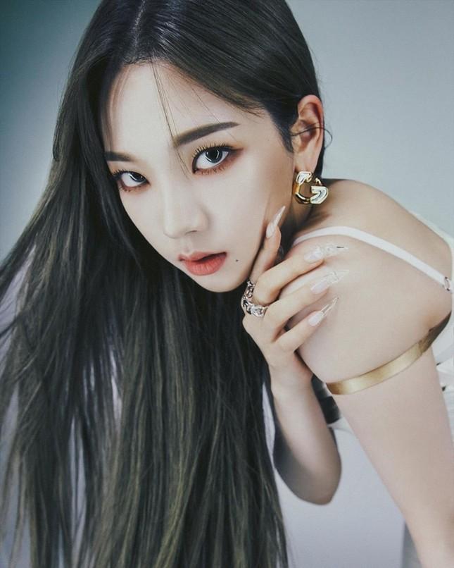 """aespa tung bộ ảnh từng thành viên trên DAZED Hàn, netizen """"cạn lời"""" vì các cô gái toàn mặc lại đồ của nhau ảnh 4"""