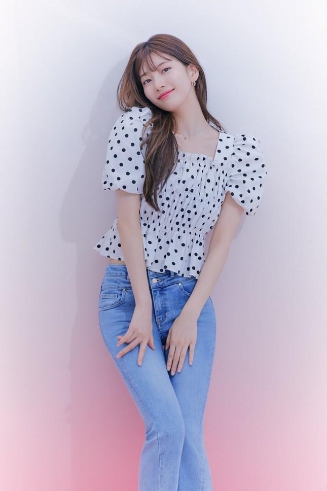 """Các """"nữ thần"""" cùng tung bộ ảnh thời trang, Suzy liệu có thần thái hơn Jisoo (BLACKPINK) và Song Hye Kyo? ảnh 7"""