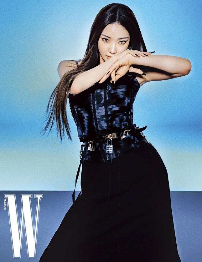 Đụng hàng đồ Givenchy với đàn chị đình đám, aespa dù là đại sứ thương hiệu vẫn bị chê ảnh 1