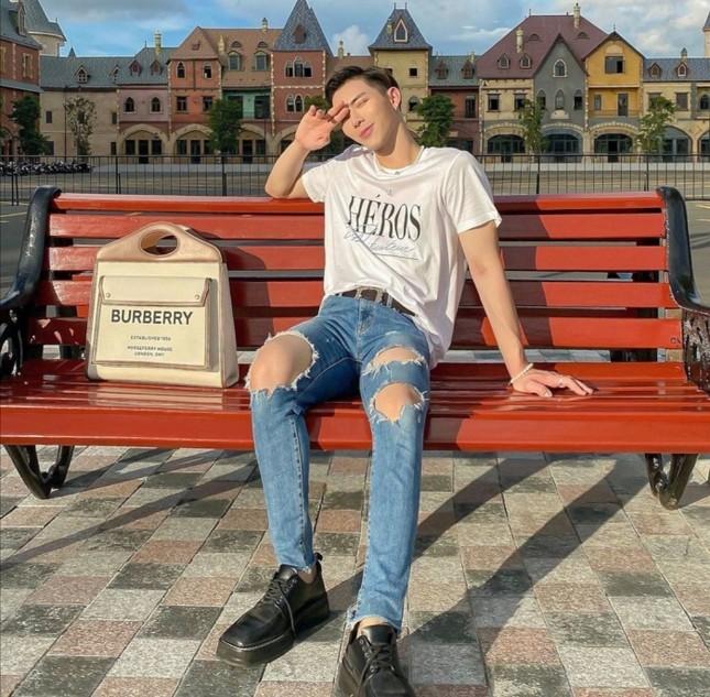 """Mỹ nam tuổi Sửu: Ngắm gu thời trang phi giới tính cực ấn tượng của """"hoàng tử ballad"""" Erik ảnh 9"""
