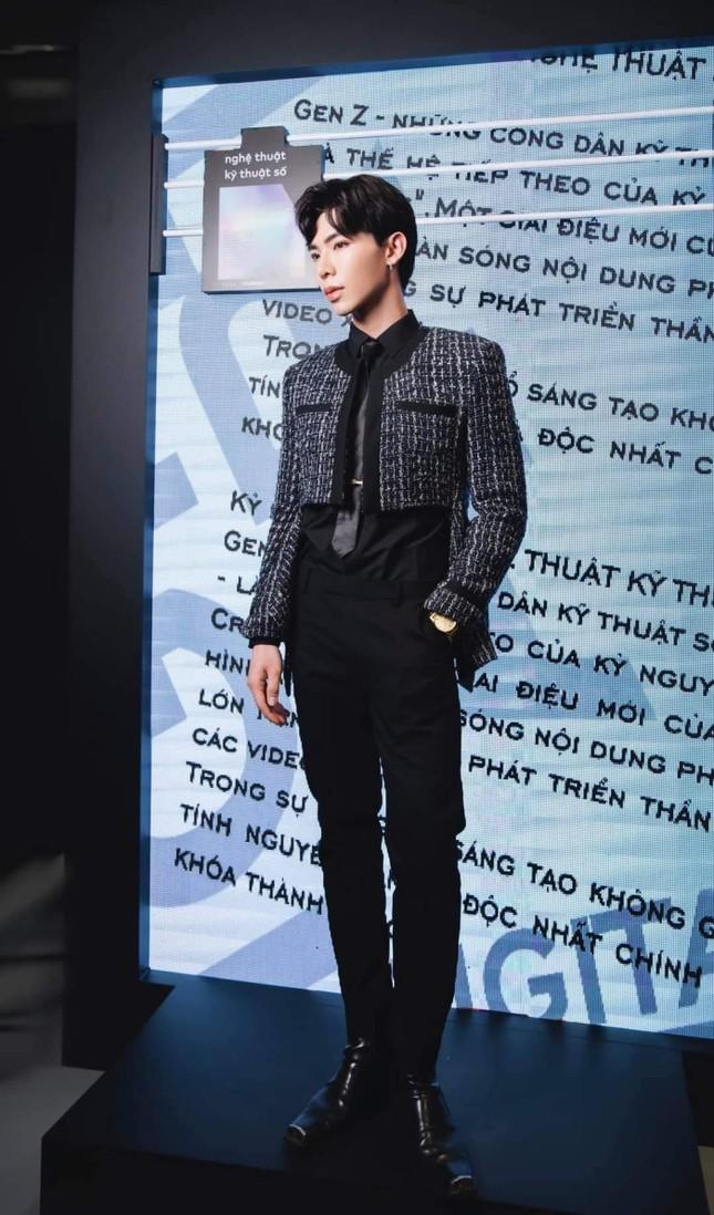 """Mỹ nam tuổi Sửu: Ngắm gu thời trang phi giới tính cực ấn tượng của """"hoàng tử ballad"""" Erik ảnh 4"""