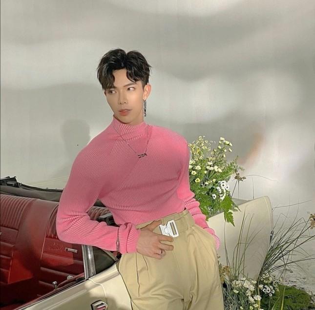 """Mỹ nam tuổi Sửu: Ngắm gu thời trang phi giới tính cực ấn tượng của """"hoàng tử ballad"""" Erik ảnh 6"""