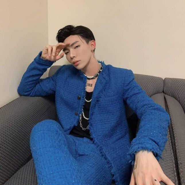 """Mỹ nam tuổi Sửu: Ngắm gu thời trang phi giới tính cực ấn tượng của """"hoàng tử ballad"""" Erik ảnh 7"""