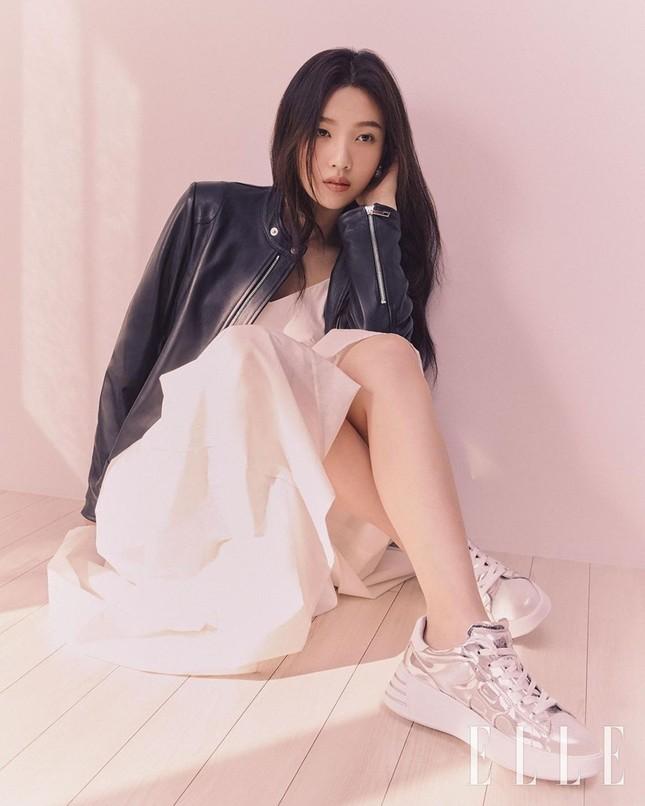 Joy (Red Velvet) khiến người hâm mộ ngây ngất với bộ ảnh cực đỉnh trên ELLE Hàn ảnh 2