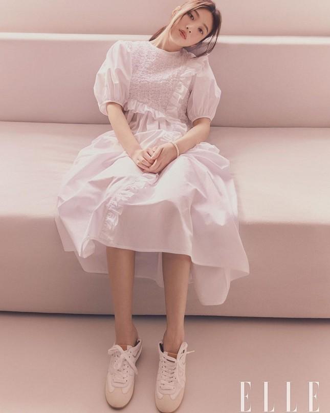 Joy (Red Velvet) khiến người hâm mộ ngây ngất với bộ ảnh cực đỉnh trên ELLE Hàn ảnh 1