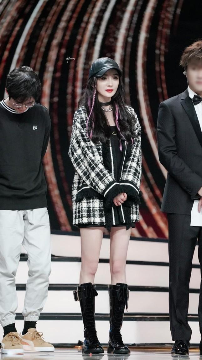 Tiểu Vy, Khánh Linh, Quỳnh Anh Shyn, IU, Dương Mịch cùng diện áo Gucci, ai kém nổi bật nhất? ảnh 10