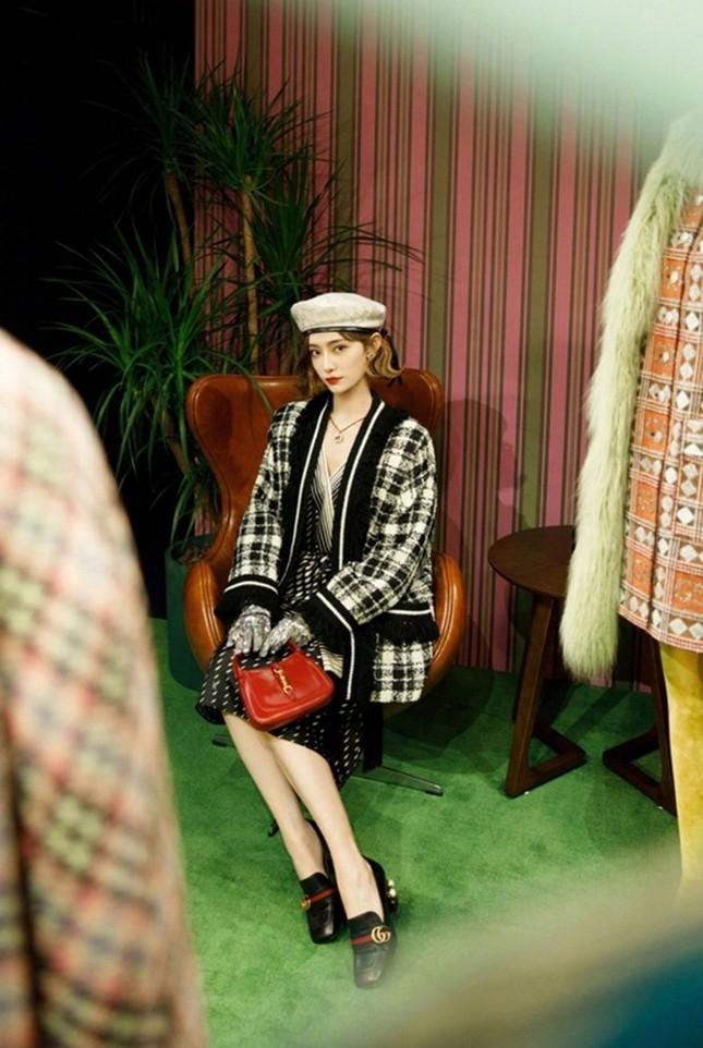 Tiểu Vy, Khánh Linh, Quỳnh Anh Shyn, IU, Dương Mịch cùng diện áo Gucci, ai kém nổi bật nhất? ảnh 11