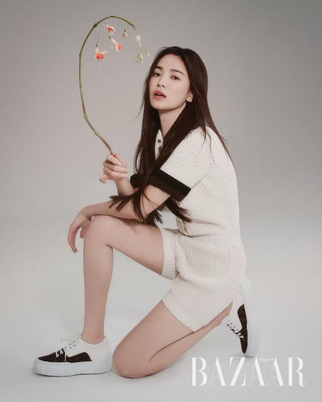 """Song Hye Kyo đăng ảnh quảng cáo sương sương nhưng thần thái chuẩn """"nữ thần"""" ảnh 2"""