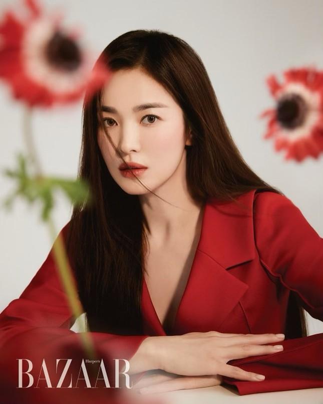 """Song Hye Kyo đăng ảnh quảng cáo sương sương nhưng thần thái chuẩn """"nữ thần"""" ảnh 5"""