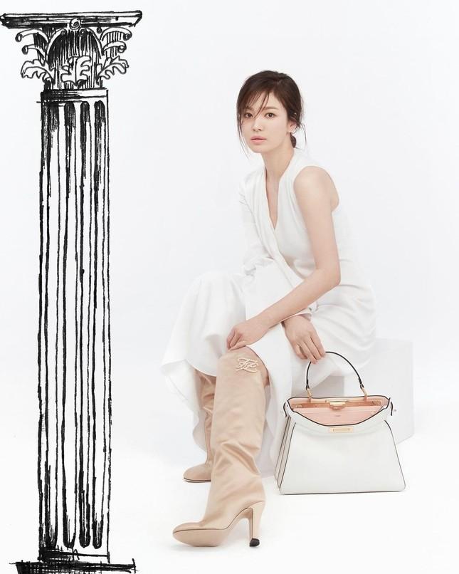 """Song Hye Kyo đăng ảnh quảng cáo sương sương nhưng thần thái chuẩn """"nữ thần"""" ảnh 1"""