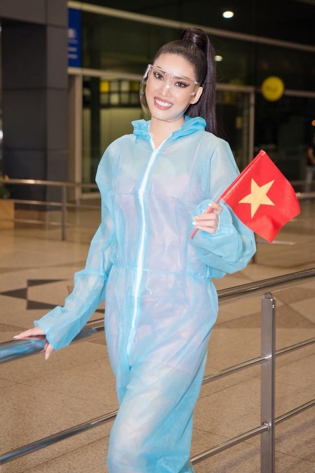Á hậu Ngọc Thảo mang gần 150kg hành lý, mặc đồ bảo hộ lên đường dự thi Miss Grand International ảnh 3