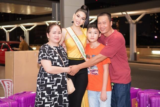 Á hậu Ngọc Thảo mang gần 150kg hành lý, mặc đồ bảo hộ lên đường dự thi Miss Grand International ảnh 5