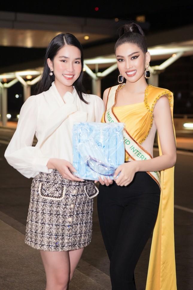Á hậu Ngọc Thảo mang gần 150kg hành lý, mặc đồ bảo hộ lên đường dự thi Miss Grand International ảnh 4