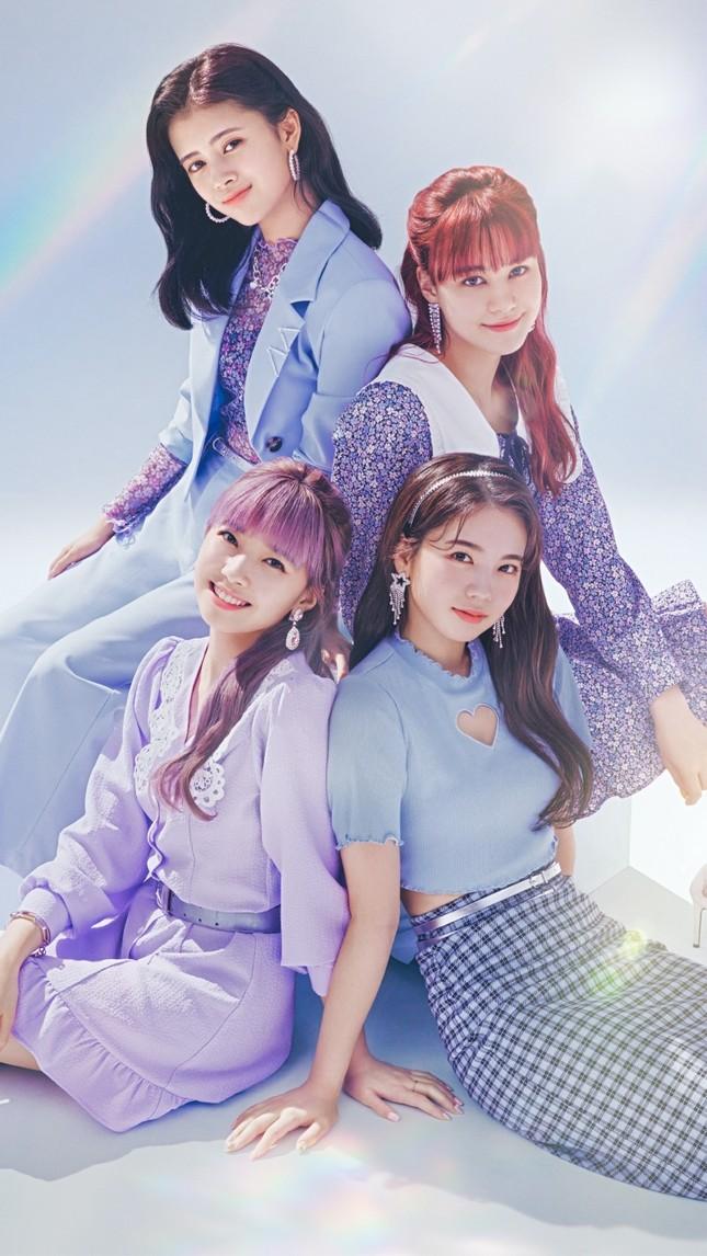 """Nhóm nhạc """"chị em"""" của TWICE ở Nhật làm đại sứ thời trang cho nhãn hàng bình dân toàn cầu ảnh 5"""