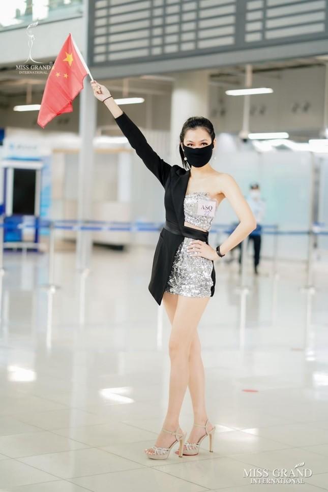Muôn hình muôn vẻ các loại khẩu trang từ dàn đối thủ của Ngọc Thảo tại Miss Grand International 2020 ảnh 9