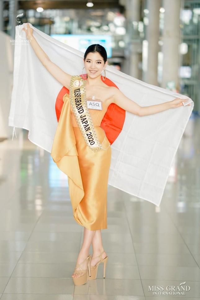Muôn hình muôn vẻ các loại khẩu trang từ dàn đối thủ của Ngọc Thảo tại Miss Grand International 2020 ảnh 6