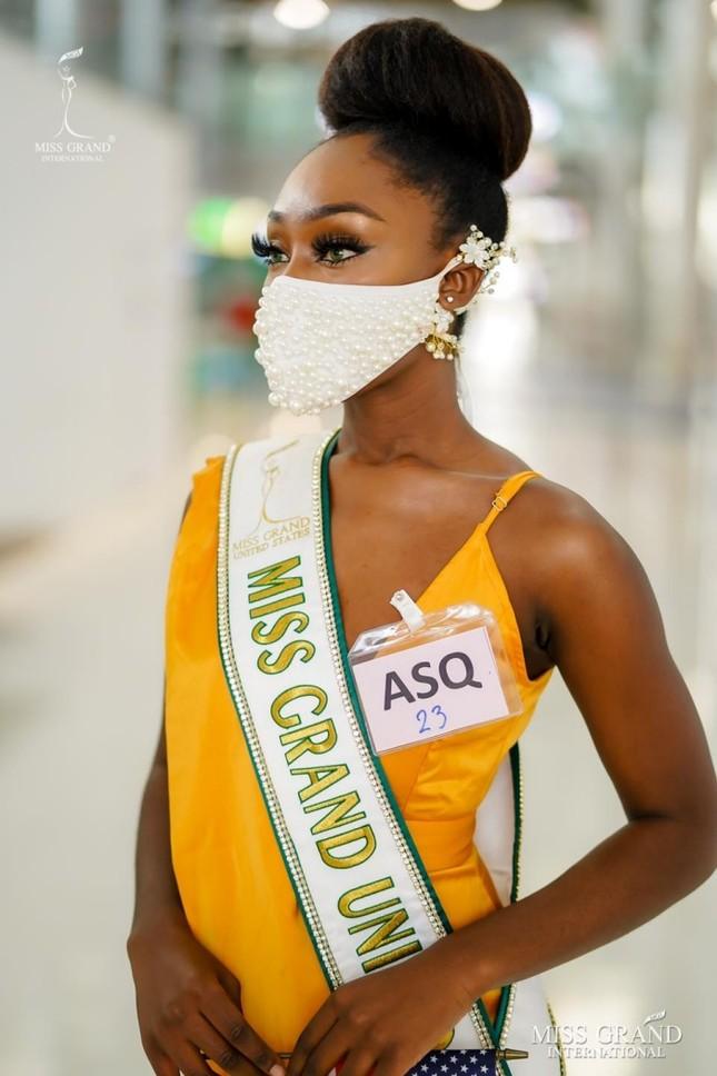 Muôn hình muôn vẻ các loại khẩu trang từ dàn đối thủ của Ngọc Thảo tại Miss Grand International 2020 ảnh 5