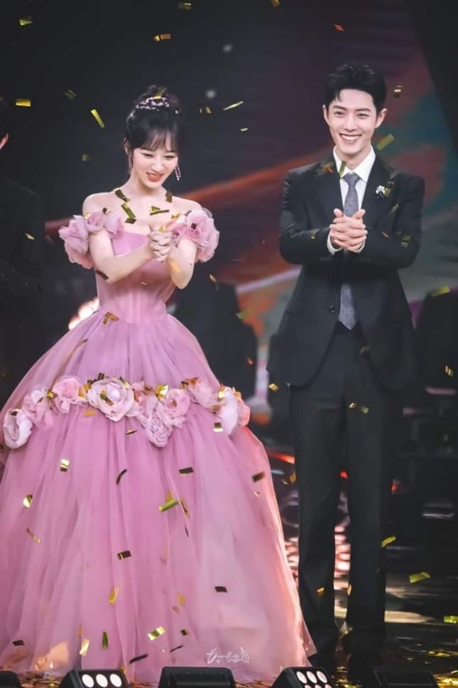 Dương Tử lên No.1 Hot Search với trang phục thảm đỏ Weibo nhưng bộ thứ 2 lại không ai nhắc đến ảnh 5